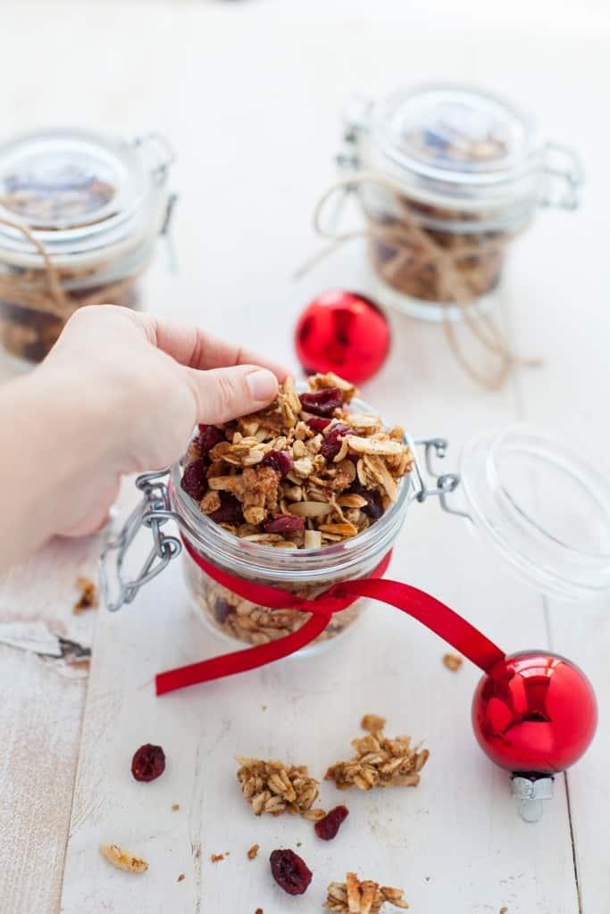 holiday DIY food gift: cranberry orange granola