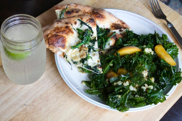 What The Foodie Dietitian Ate Wednesday: Broccoli Rabe Pizza & Kale Salad with Peaches & Corn | The Foodie Dietitian @karalydon