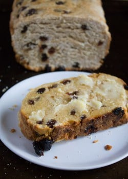 Irish Raisin Bread - A Thanksgiving tradition | @TheFoodieDietitian