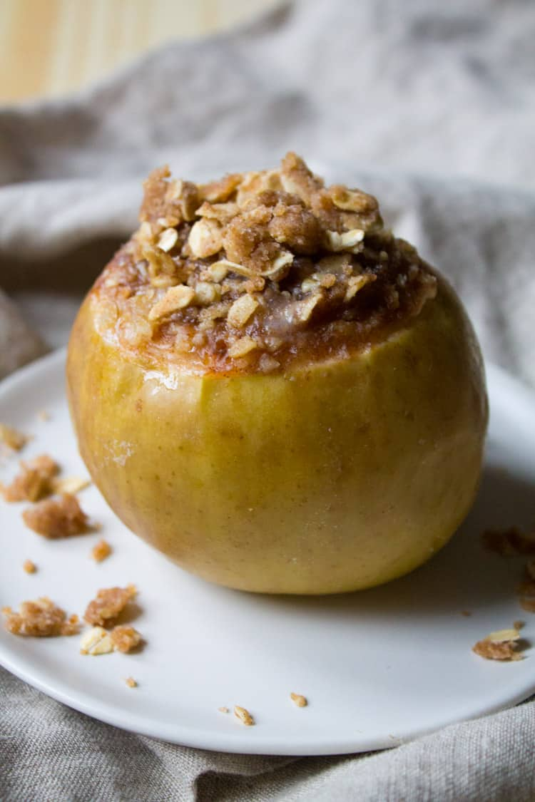 Slow Cooker Baked Apples | The Foodie Dietitian @karalydon