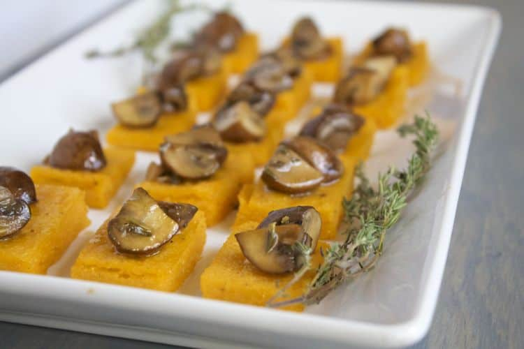 Sweet Potato Polenta with Thyme-Marinated Mushrooms | @TheFoodieDietitian