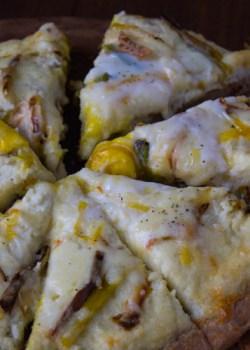 Cheesy Mashed Cauliflower and Roasted Leek Pizza