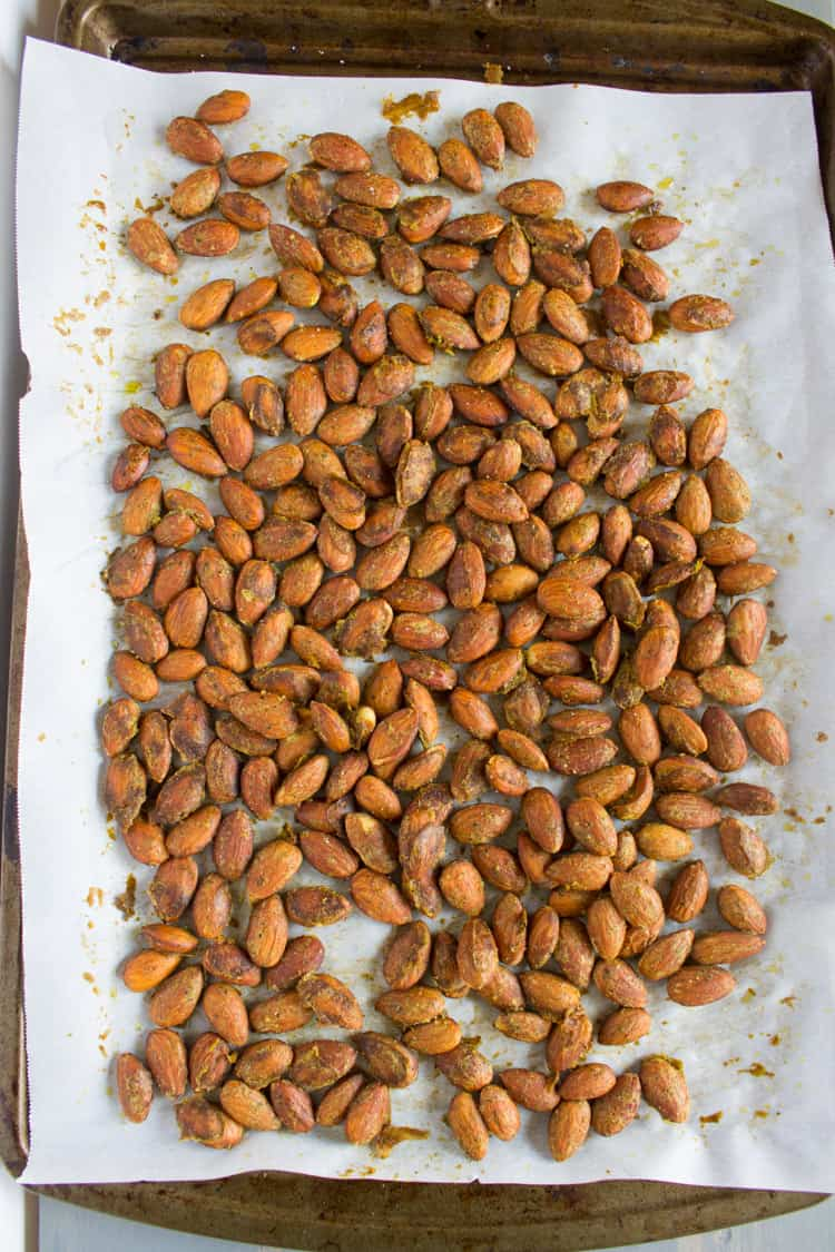 Pesto Roasted Almonds | @TheFoodieDietitian