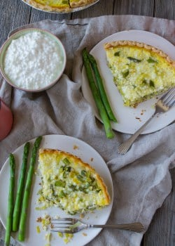 Asparagus and Leek Spring Quiche | @TheFoodieDietitian