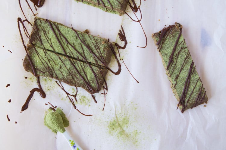 Chocolate Matcha Hemp Protein Bars | @TheFoodieDietitian