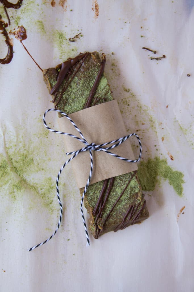 Dark Chocolate Matcha Hemp Protein Bars | @TheFoodieDietitian