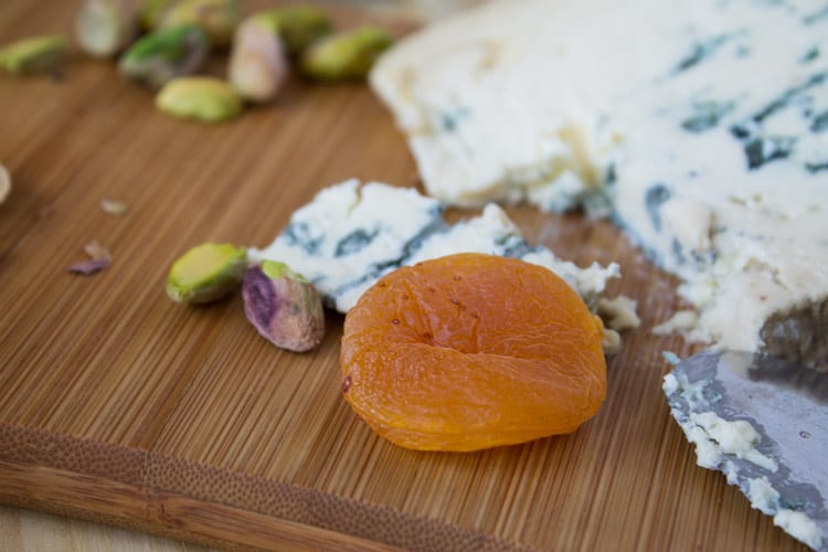 Pistachio Snack with Blue Cheese and Turkish Apricots | @TheFoodieDietitian