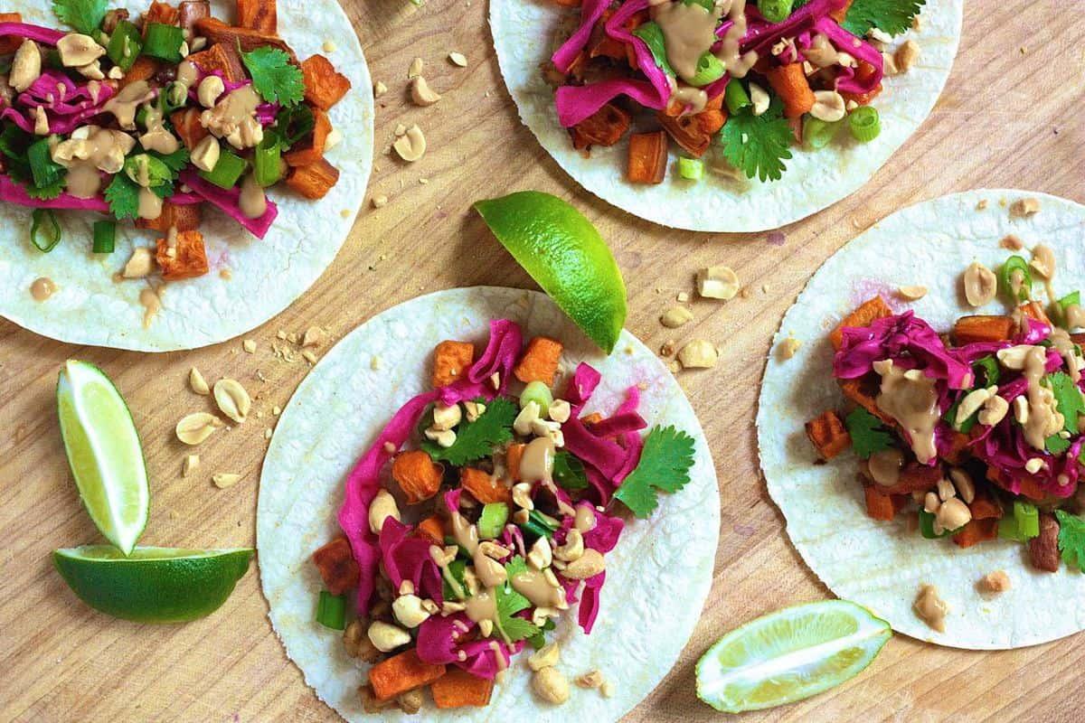 Thai Tempeh Tacos via @KayliDice | karalydon.com