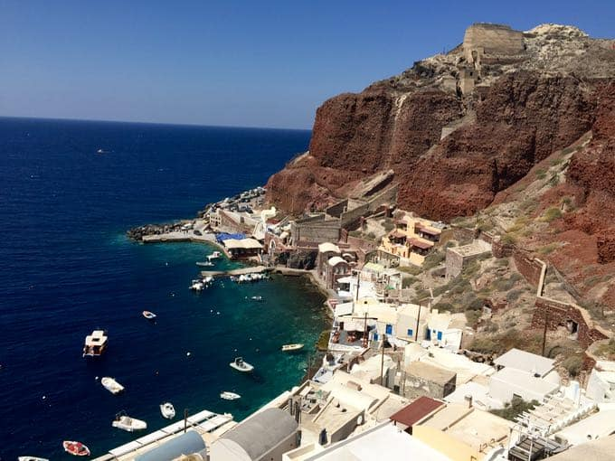 top 10 things to do on your honeymoon in greece. bay of ammoundi, santorini