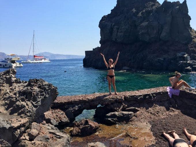 top 10 things to do on your honeymoon in greece. bay of ammoundi, santorini.