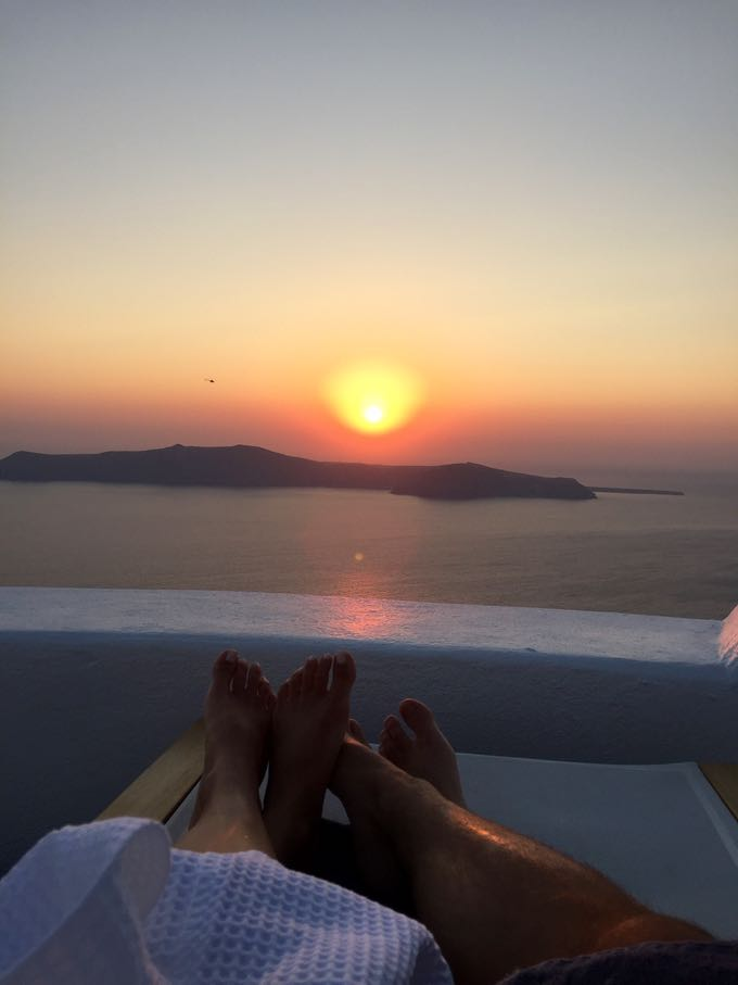 santorini sunset. top 10 things to do on your honeymoon in greece