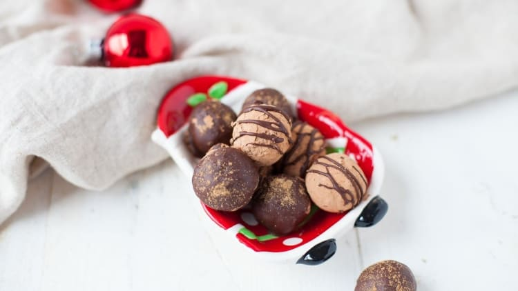 Raw Vegan Gingerbread Truffles
