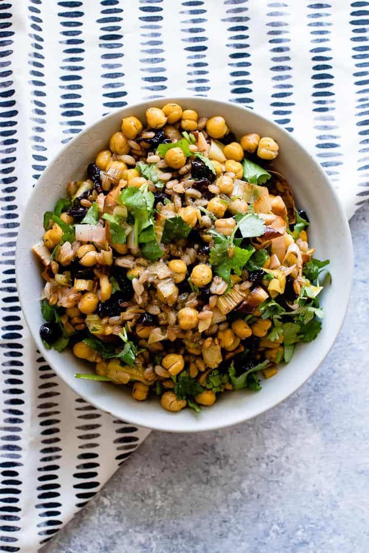 za'atar crispy chickpea salad with leeks, rice, and cilantro