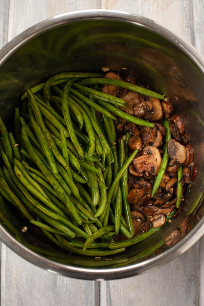 green beans and mushrooms in an instant pot