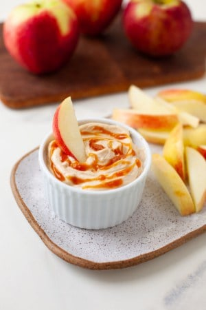 peanut butter apple dip on a place with sliced apples